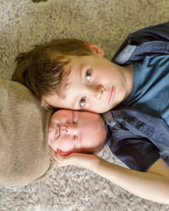 newborn photo session, big brother with baby brother, sussex, horsham, billingshurst
