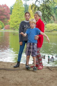 Autumn photo sessions with grandparents, nan and grandchildren family photo shoot ideas, susses photography