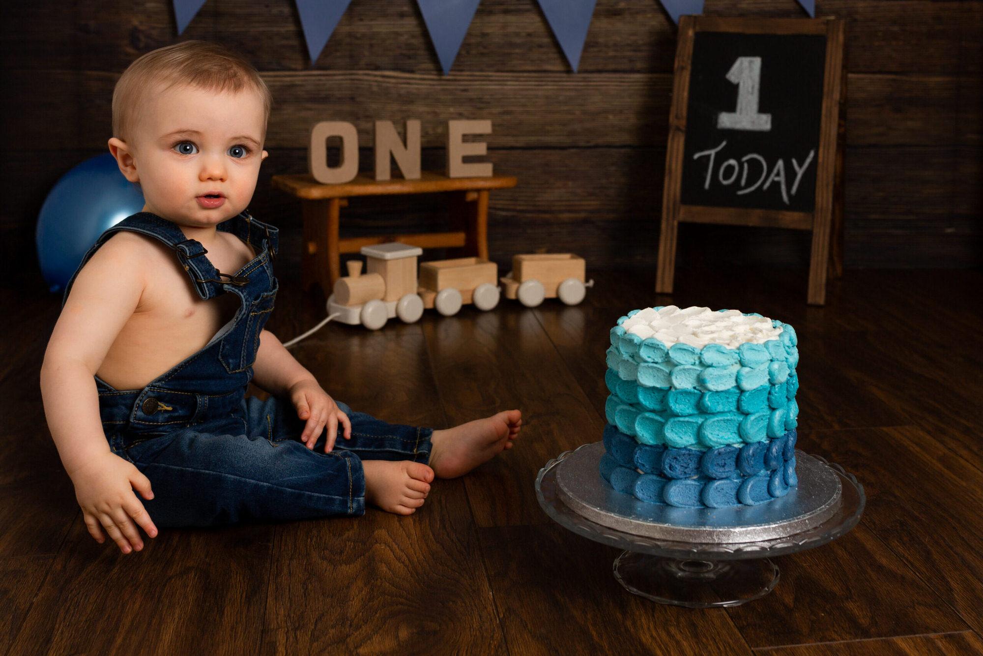 Cake smash photographer Horsham